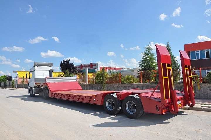 Polished aluminum 4-axle transfer trailer